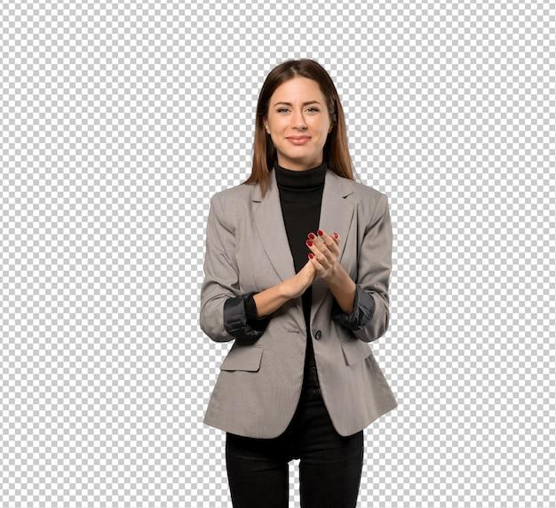 Mujer de negocios que aplaude después de la presentación en una conferencia