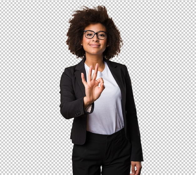 Mujer negra de negocios haciendo gesto número tres