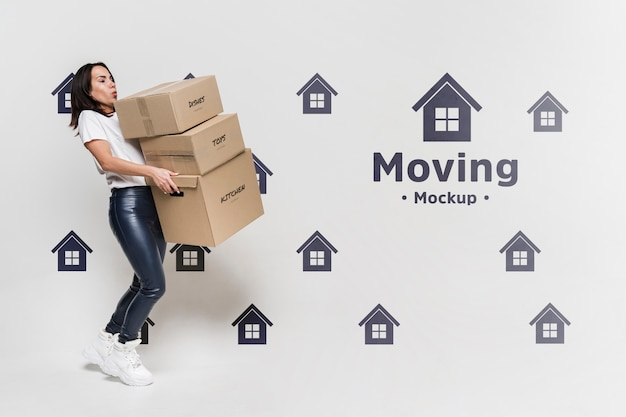 Mujer con paquetes en movimiento