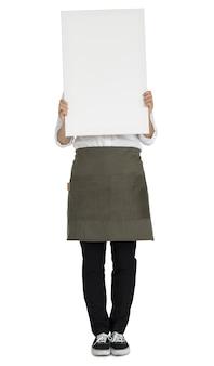 Mujer que sostiene el concepto de retrato de espacio de copia de banner