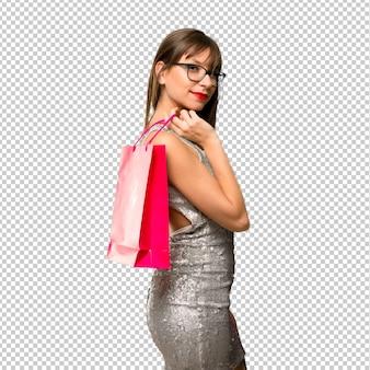 Mujer con un vestido de lentejuelas