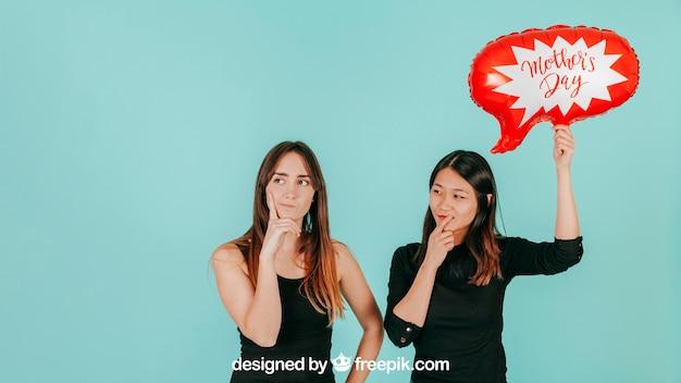 Mujeres pensativas con mockup de globo de texto