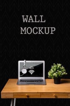 Muro mock up con il concetto di scrivania