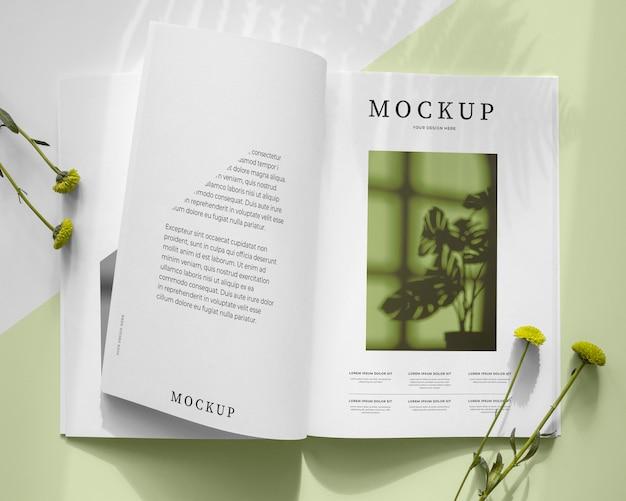 Natuur tijdschriftdekking mock-up met bladeren
