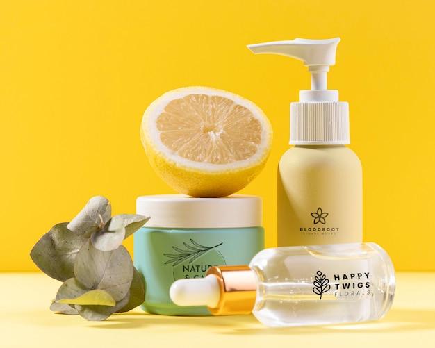 Natuurlijke cosmetica met halve citroen