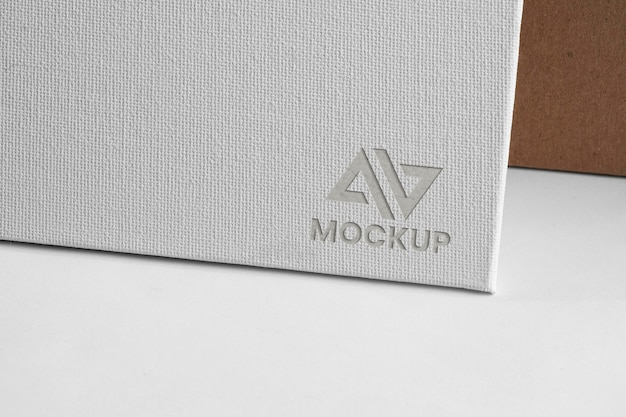 Negocio de diseño de logotipo de maqueta en documento blanco