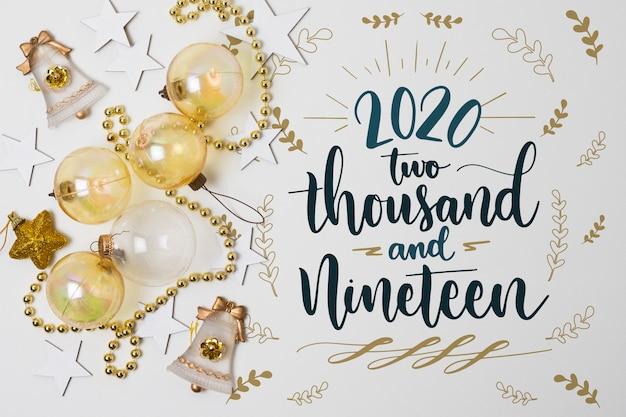 Nieuw jaarconcept met kerstmisballen