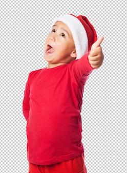 Niño niño celebrando la navidad