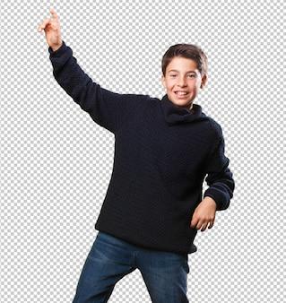 Niño pequeño bailando