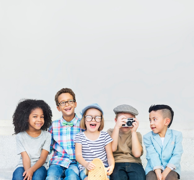 Niños pequeños grupo de niños niños amistad vintage