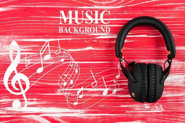 Notas musicales y auriculares en la mesa