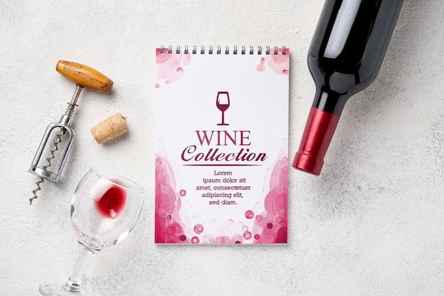 Notebook con bottiglia di vino