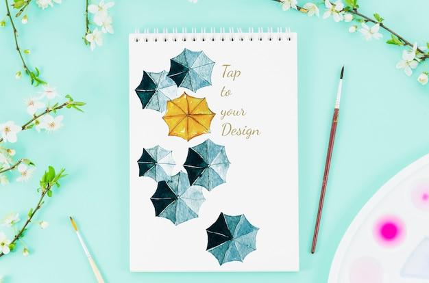 Notebook con disegno realistico di ombrelli