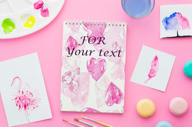 Notebook con disegno su fogli di carta