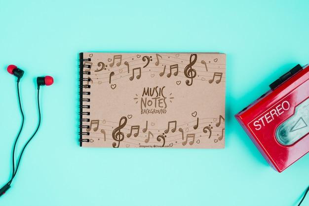 Notebook e cassette con cuffie