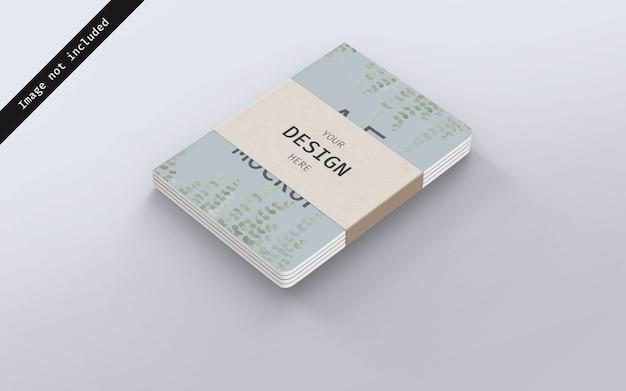 Notebook mockup gestapeld met karton