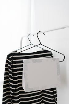 Notebookmodel op een hanger
