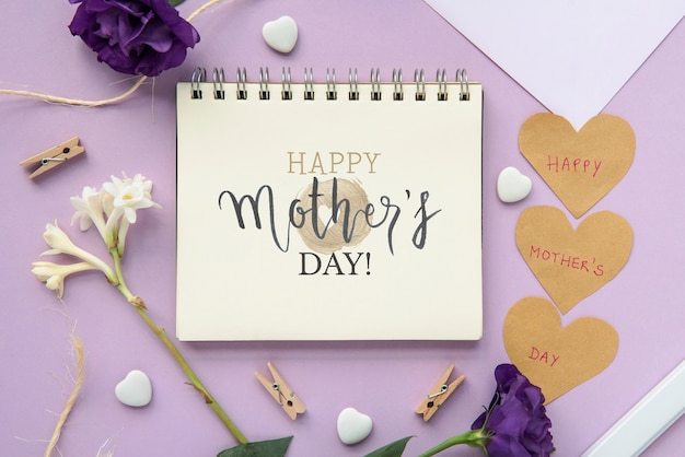 Notitieblok mockup met platte lay moeders dag samenstelling