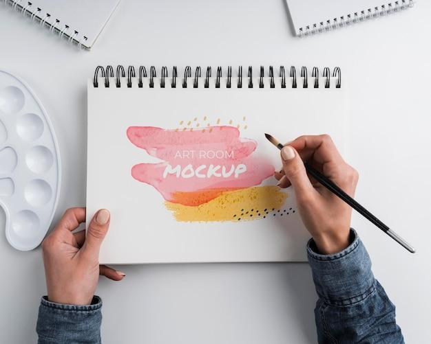 Notitieboekje met penseel bovenaanzicht
