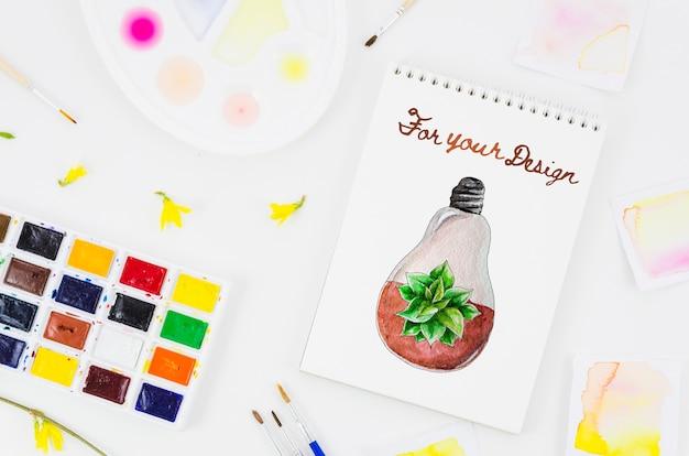 Notitieboekje met realistische tekening en acrylpallet ernaast