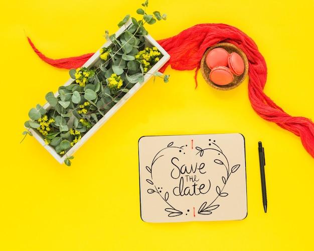 Notitieboekjemodel met bloemendecoratie voor huwelijk of citaat