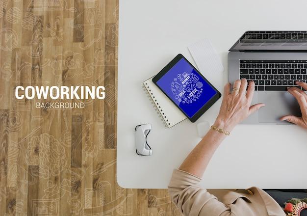 Nueva tecnología en maqueta de oficina