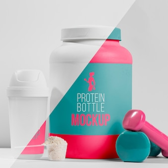 Nutrientes en polvo y píldora fitness con pesas