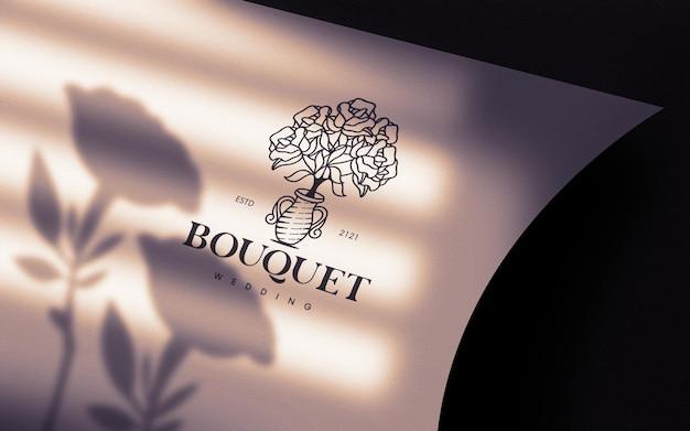 Ochtendlicht gebogen papieren logo mockup