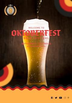 Oktoberfest bicchiere di birra con schiuma