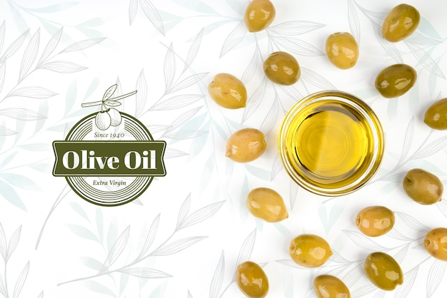 Olio vergine di oliva circondato da olive