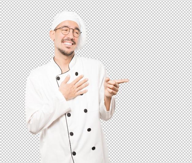 Ondeugende jonge chef-kok lachen om je
