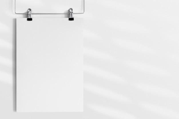 Ontwerp op een kleerhanger poster mockup