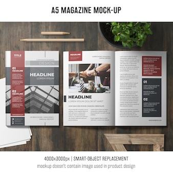 Open mockup van een a5-tijdschrift