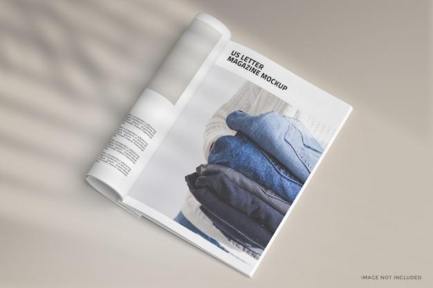 Opgerold tijdschrift mockup-ontwerp