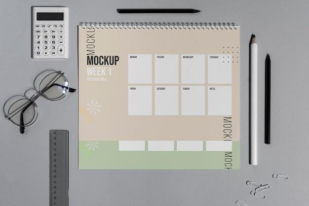 Opstelling van mock-up kalender binnenshuis