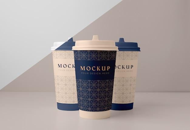 Opstelling van mock-up van coffeeshop-elementen