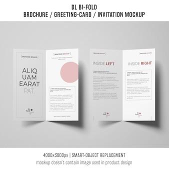 Opuscolo bi-fold o mockup di invito