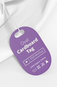 Ovale kartonnen tag met een t-shirtmodel