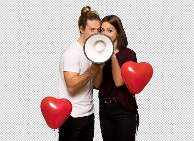 Paar dat in valentijnskaartdag door een megafoon schreeuwt