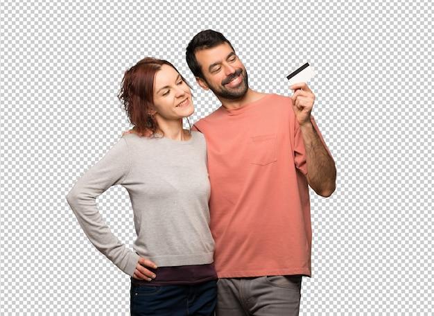 Paar dat in valentijnskaartdag een creditcard en het denken houdt