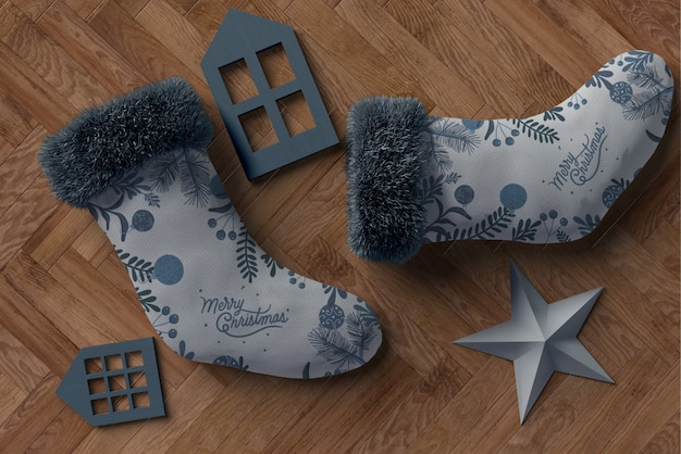 Paar grijze sokken met bijpassende kleurdecoraties