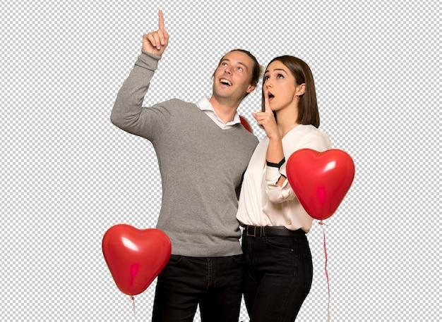 Paar in dag van de valentijnskaart benadrukt en verrast