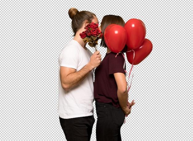 Paar in valentijnskaartdag met bloemen en ballons met hartvorm