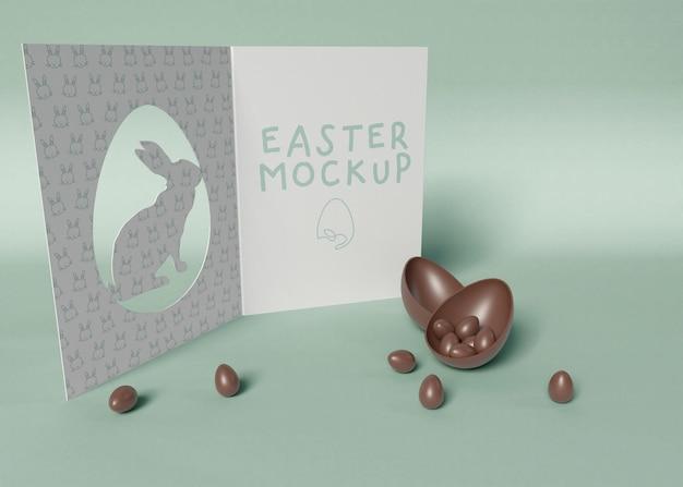 Paaskaart met chocolaatjes mockup