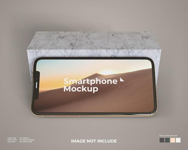 Paisaje maqueta de teléfono inteligente con un bloque de mármol
