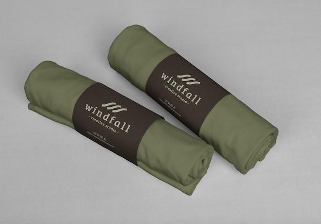 Pakket met mockupsjabloon voor t-shirtrol roll