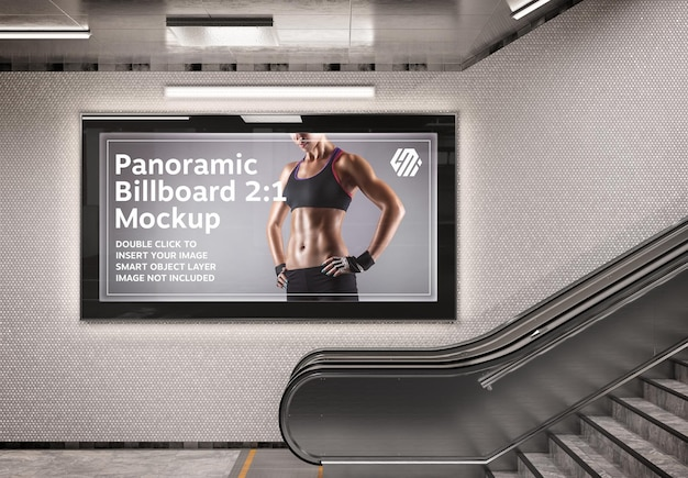 Panoramisch aanplakbord op het mockup van de metrostationmuur