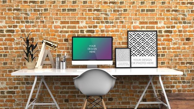 Pantalla de computadora y maqueta de carteles verticales en negro rojo oficina en casa contemporánea