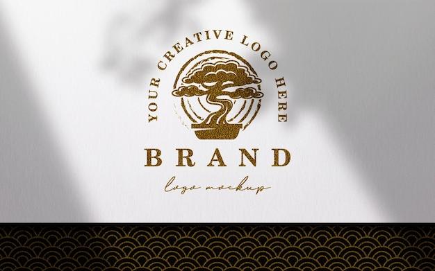 Papel limpio sobre maqueta de logotipo de tela japonesa