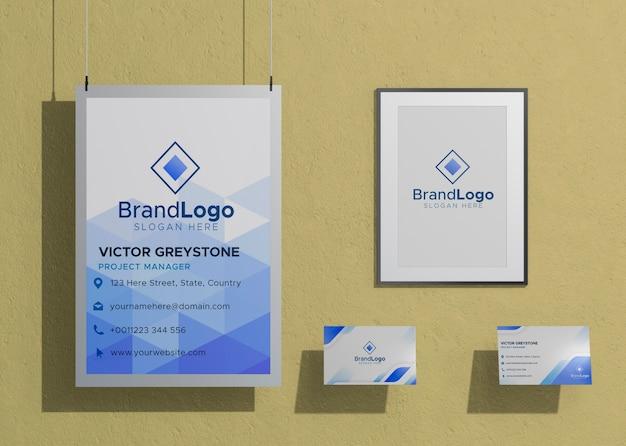 Papel de maqueta comercial de logotipo de empresa enmarcado